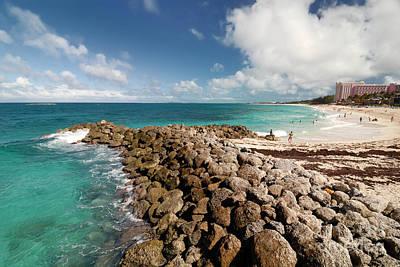 Beach At Atlantis Resort Art Print