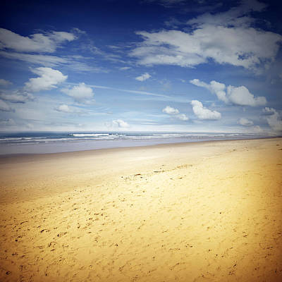 Beach Scene Art Print by Les Cunliffe