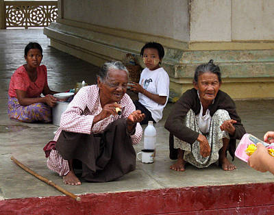 Begging For Money In The Shwezigon Pagoda Art Print