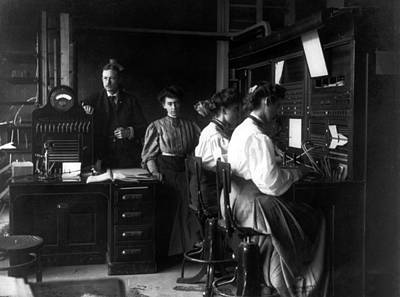 Photograph - Bell Telephone Office, 1900-10 by Science Source
