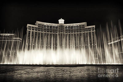 Photograph - Bellagio Fountain Dance 5 by John Rizzuto