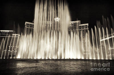 Photograph - Bellagio Fountain Dance 6 by John Rizzuto