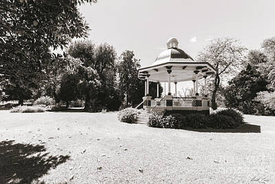 Photograph - Benalla Botanic Gardens Rotunda by Linda Lees