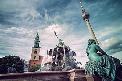 Berlin Photograph - Berlin - Neptune Fountain by Alexander Voss