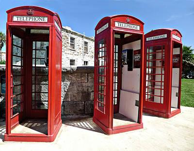 Bermuda Phone Boxes 2 Art Print by Richard Reeve