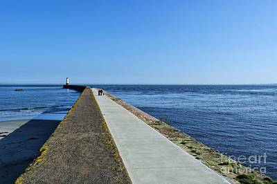 Photograph - Berwick Pier And Lighthouse by Les Bell