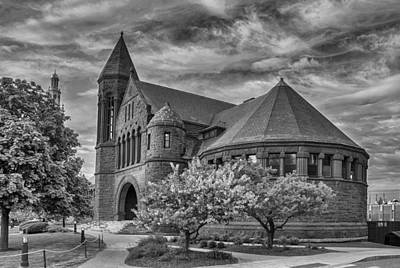 Photograph - Billings Library At Uvm Burlington  by Guy Whiteley