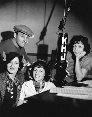 Photograph - Bing Crosby & Boswell Sisters by Underwood Archives