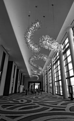 Country Music Hall Of Fame And Museum Photograph - Black And White Lobby by Dan Sproul