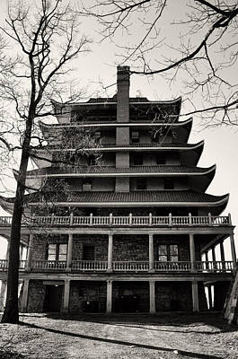 Black And White Pagoda - Reading Pa Print by Bill Cannon