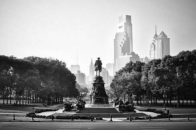 Washington Monument Digital Art - Black And White Philadelphia - Benjamin Franklin Parkway by Bill Cannon