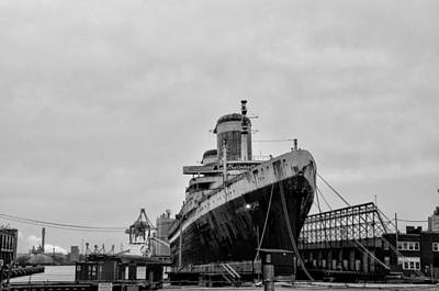 Phillies Digital Art - Black And White Philadelphia - The Ss United States by Bill Cannon