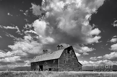 Photograph - Blasdel Barn - Black And White by Mark Kiver