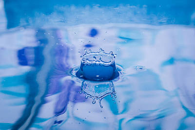Photograph - Blue Crown Water Drop Splash by Dwayne Schnell