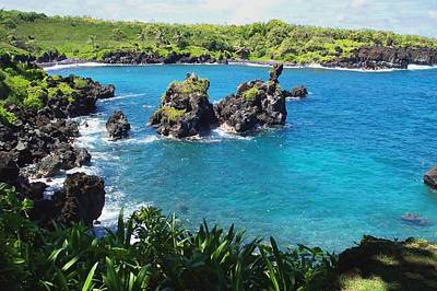 Blue Hawaiian Lagoon Near Blacksand Beach On Maui Art Print by Amy McDaniel