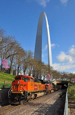 Bnsf Ore Train And St. Louis Gateway Arch Art Print by Matthew Chapman