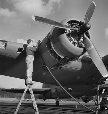 B17 Photograph - Boeing B-17 In 1942 by Dan Sproul