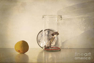Photograph - Bottling Time by Linda Lees