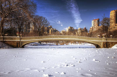 Bow Bridge In The Snow Print by Vicki Jauron