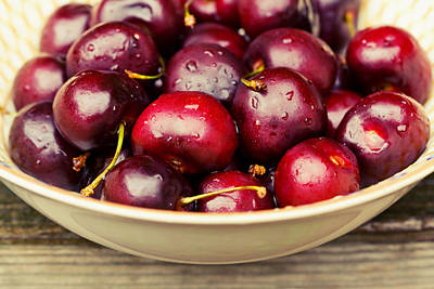 Photograph - Bowl Of Cherries by Melinda Fawver