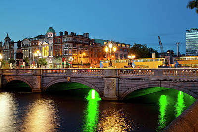 Evening Scenes Photograph - Bridge Across A River, Oconnell Bridge by Panoramic Images