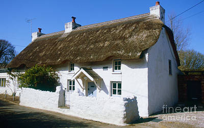 Photograph - British Thatched House by Paul Cowan