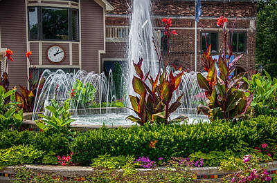 Photograph - Broadway Plaza Fountain Fort Wayne  by Gene Sherrill