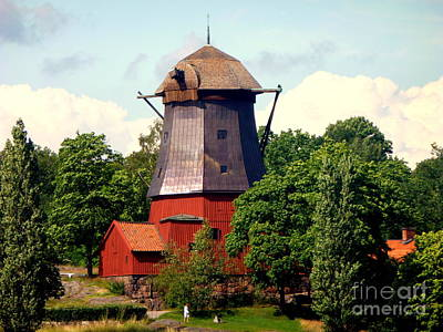 Photograph - Broken Windmill by John Potts