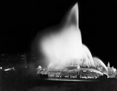 Buckingham Fountain At Night Art Print by Underwood Archives