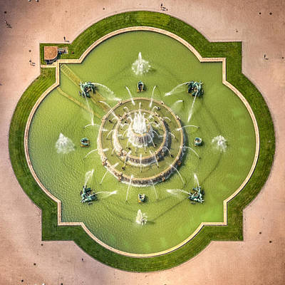 Unique Wall Art Photograph - Buckingham Fountain From Above by Adam Romanowicz