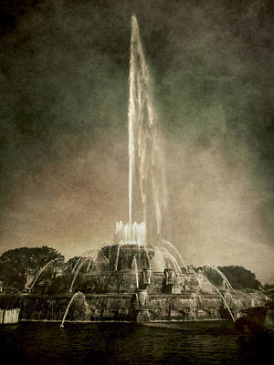 Photograph - Buckingham Fountain - Grant Park - Chicago - Downtown by Photography  By Sai