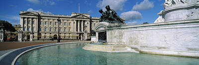 Buckingham Palace Photograph - Buckingham Palace And The Queen by Panoramic Images