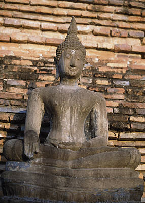 Photograph - Buddha Statue Outside Thai Temple by Richard Berry