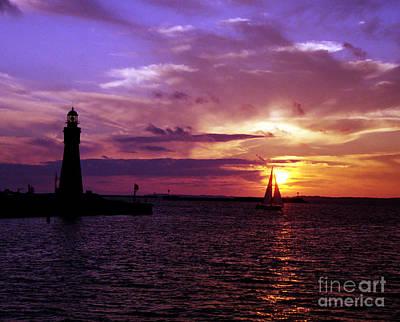 Photograph - Buffalo Main Lighthouse by Tom Brickhouse