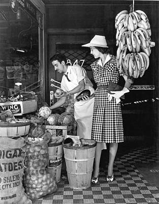 Grocery Store Photograph - Buying Fruit And Vegetables by Underwood Archives
