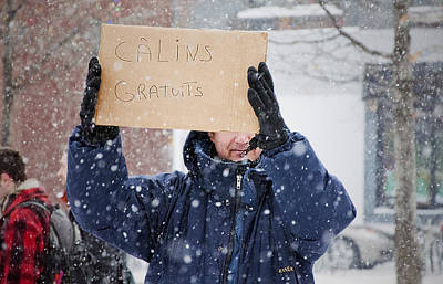 Photograph - Calins Gratuits Free Hugs by Valerie Rosen