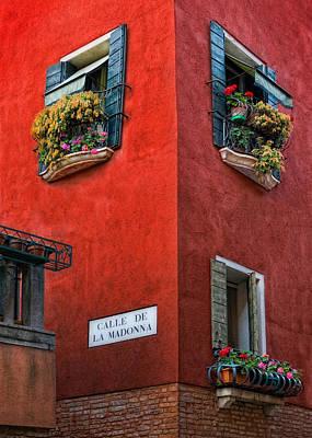 Photograph - Calle De La Madonna Italy by Bob Coates