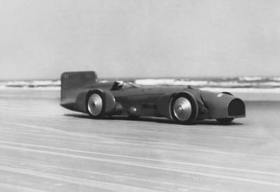 Horizon Lines Photograph - Campbell's Bluebird At Daytona by Underwood Archives