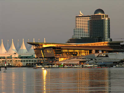 Photograph - Canada Place At Sunset by Robert Lozen