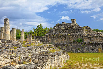 Photograph - Cancun El Rey Ruins by Charline Xia