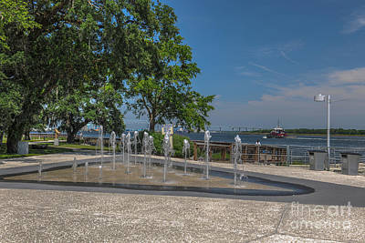 Photograph - Southern Water Fountain by Dale Powell