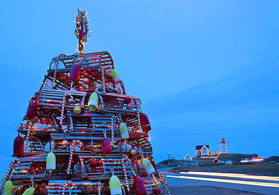 Cape Neddick Light Station Photograph - Cape Neddick Lighthouse Christmas by Randy Duchaine