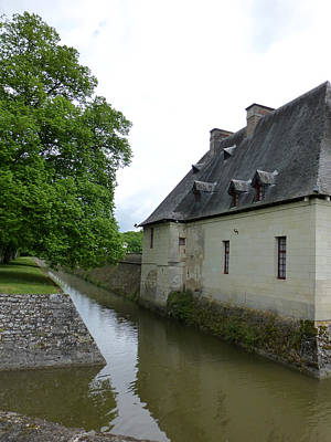 Photograph - Caretaker Cottage On The Canal At Chenonceau by Susan Alvaro