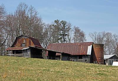 Carolina Barns And Silo Original by Suzanne Gaff