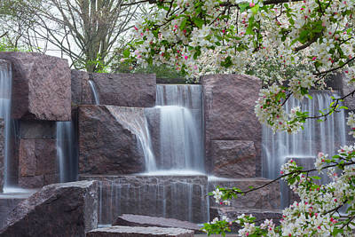 Photograph - Cascading Waters At The Roosevelt Memorial by Leah Palmer