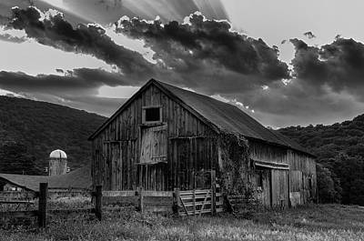 Casey's Barn-black And White  Art Print