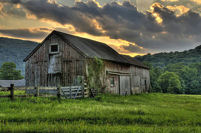 Rolling Photograph - Casey's Barn by Thomas Schoeller