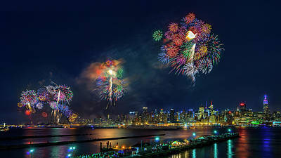 Eve Wall Art - Photograph - Celebration Of Independence Day In Nyc by Hua Zhu