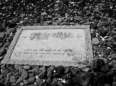 Photograph - Charles Lindbergh Memorial Stone B W  by Connie Fox