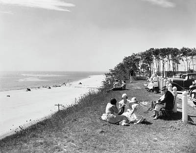Chatham Lighthouse Photograph - Chatham Lighthouse Beach by Underwood Archives
